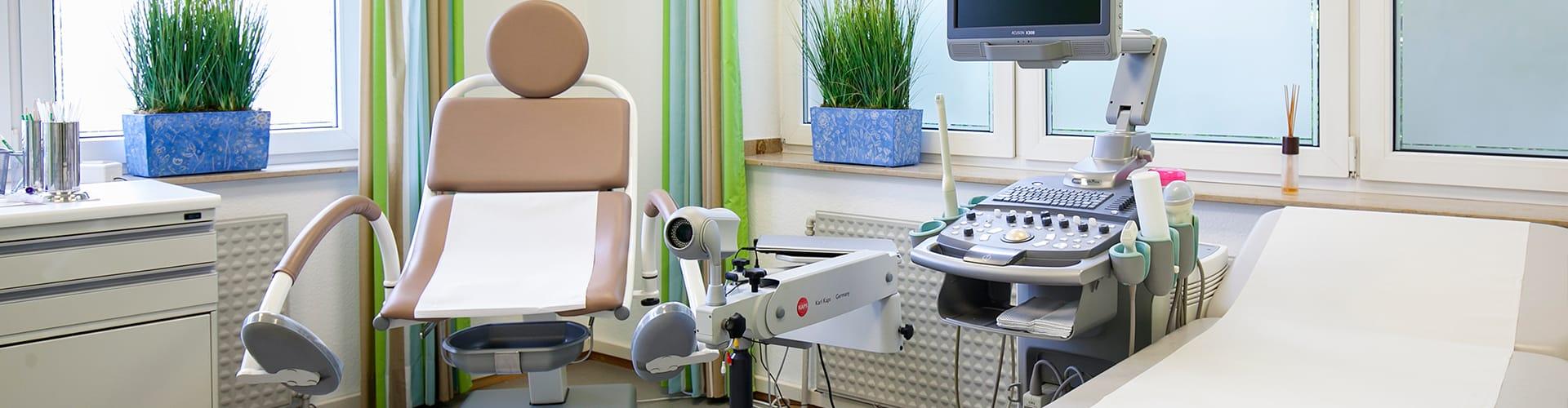 Behandlungszimmer in der Frauenarztpraxis von Frau Dr. med. Petra Berlinghoff in Lüdinghausen.