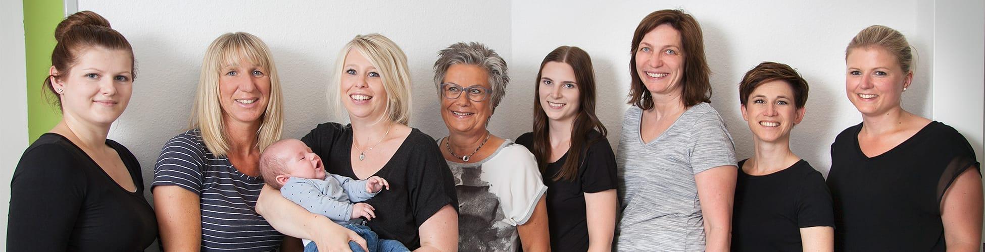 Hier sehen Sie ein Gruppenfoto des Teams der Frauenarztpraxis von Frau Dr. Berlinghoff in Lüdinghausen.